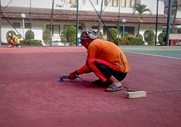 proses perataan lapangan badminton flexi pave